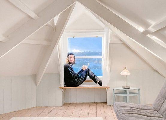 Pièces mansardées : comment décorer et meubler les espaces du grenier ?