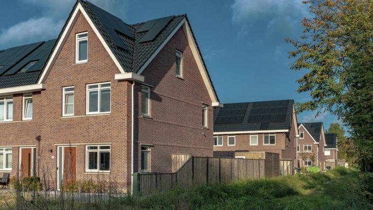 maisons équipées de panneaux solaires