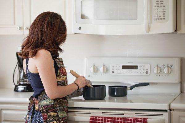 Comment brancher une cuisinière vitrocéramique sur une prise normale ?